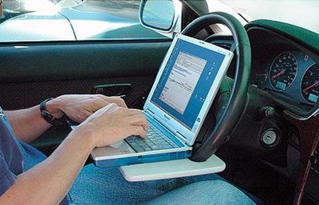 Оригинальная подставка для ноутбука в автомобиль